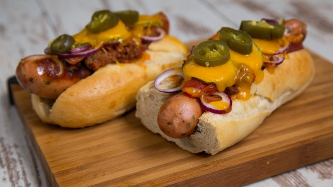 hot dog in 2 varianten avocado feta und zwiebel erdbeer hot dog. Black Bedroom Furniture Sets. Home Design Ideas